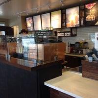 Foto tomada en Starbucks por Anindya B. el 5/5/2014
