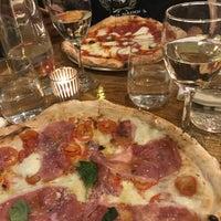 Снимок сделан в Sorbillo Pizzeria пользователем Kristina M. 5/9/2018