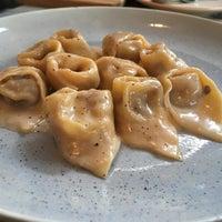 Foto scattata a La Dotta Pasta Bar & Store da NuTTo P. il 9/30/2017