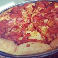 Photo taken at Pizza Hut by Luana M. on 2/13/2013