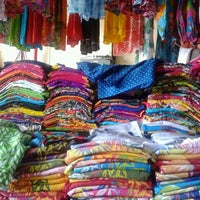 Photo taken at Pasar Kumbasari (Kumbasari Market) by AyuNovalia D. on 4/5/2013