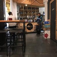 Foto tomada en Artefacto Bar Vinos & Copas por Pablo D. M. el 1/13/2017