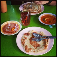 Photo taken at Al Madinah Restaurant by Al-Aminnur I. on 11/13/2013