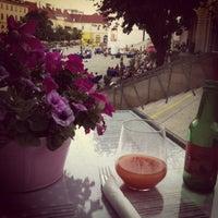 รูปภาพถ่ายที่ CupCakes Wien im mumok โดย Nik S. เมื่อ 7/17/2013