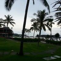 Photo taken at Hansar Samui Resort & Spa by Widchu A. on 4/11/2013