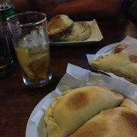 Das Foto wurde bei Empanadas Bar von Adolfo F. am 4/19/2013 aufgenommen