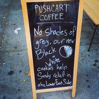 Foto tomada en Pushcart Coffee por Anil D. el 10/15/2013