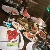 Photo prise au Filos Restaurant par Gizem Ö. le8/31/2018