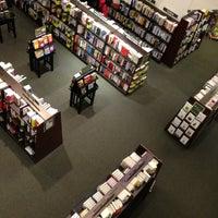 Foto tirada no(a) Barnes & Noble por C.Y. L. em 3/6/2013