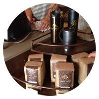 Foto tirada no(a) Caffe Fiore por C.Y. L. em 6/11/2013