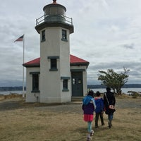 Photo taken at Point Robinson Lighthouse by C.Y. L. on 9/5/2016