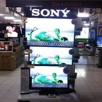 3/8/2013にAndie N.がUFO Electronics Storeで撮った写真