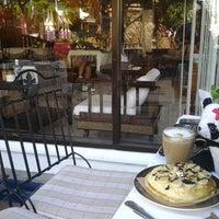 Photo taken at Café de Thaan Aoan by Vanalee N. on 10/27/2012