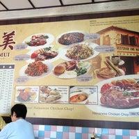 Photo taken at Restoran Hua Mui 华美茶餐室 by Didi M. on 1/8/2013