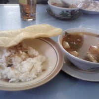 Photo taken at nasi  asem mak wing Cepu Blora by Arif W. on 6/1/2014