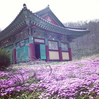 Photo taken at 실상사 (實相寺) by Sunhwa H. on 4/22/2013