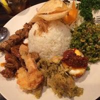 Photo taken at Ubud Suci Bali Asian Kitchen by Shizuka K. on 11/14/2014