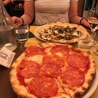 Foto scattata a Origano - cucina, pizza, caffè da Michael S. il 5/1/2017
