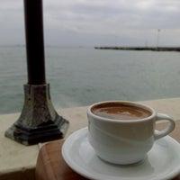 10/4/2014 tarihinde 🎈Evrim G.ziyaretçi tarafından Cafe'de Marine'de çekilen fotoğraf