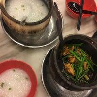 Photo taken at 狮城芽笼九巷活田鸡 Restoran Geylang Lor9 Fresh Frog Porridge (PJ) by Christina Y. on 11/19/2016