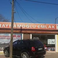Photo taken at Bayramoğlu Emlak Arsa Ofisi by Yasin P. on 12/21/2013