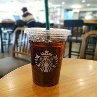Photo taken at Starbucks by 서초동총각 on 2/8/2017