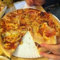 Foto scattata a Pizza Manufaktura da Adam F. il 2/14/2013