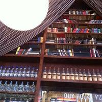 Photo prise au The Misfit Restaurant + Bar par DAN C. le3/18/2012