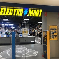 Photo taken at E-mart by Jung Kyu. Chang, C. on 10/6/2017