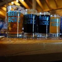 3/25/2018 tarihinde Zeke F.ziyaretçi tarafından Half Acre Beer Company Balmoral Tap Room & Barden'de çekilen fotoğraf