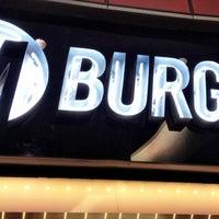 10/17/2012 tarihinde Zeke F.ziyaretçi tarafından M Burger'de çekilen fotoğraf