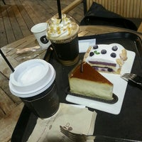 Photo taken at A TWOSOME PLACE by Messy M. on 10/8/2015