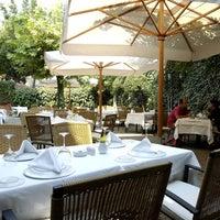 12/24/2013 tarihinde Asitane Restaurantziyaretçi tarafından Asitane Restaurant'de çekilen fotoğraf