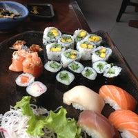 Foto tirada no(a) Ryuu Sushi Bar por Camila G. em 5/24/2013