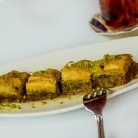 Das Foto wurde bei Uskudar Turkish Restaurant von Uskudar Turkish Restaurant am 11/1/2016 aufgenommen