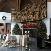 Photo taken at Christ Church by Carmen V. on 12/25/2016