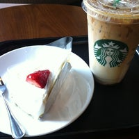Photo taken at Starbucks by Jeabmeaw V. on 1/19/2013