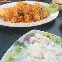 Photo taken at Restoran Sri Jembal by Aisy S. on 2/20/2016