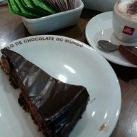 Photo taken at O Melhor Bolo de Chocolate do Mundo by Marina W. on 2/12/2013