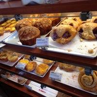 Foto scattata a 85C Bakery Cafe - Irvine da Jose B. il 5/8/2013