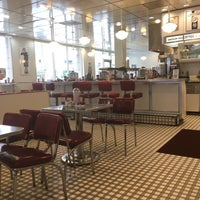 Photo taken at Johnny Rockets by Wole S. on 6/8/2017
