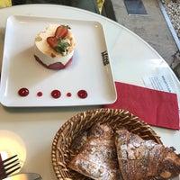 Das Foto wurde bei Léone Patisserie & Boulangerie von Serap C. am 3/24/2017 aufgenommen