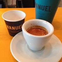 Photo prise au Manuel Deli & Coffee par Guru Kafa @gurukafa i. le3/8/2014