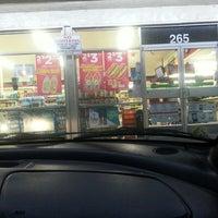 รูปภาพถ่ายที่ 7-Eleven โดย Julio F. เมื่อ 7/26/2013