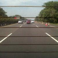 Foto scattata a Jalan Tol Jagorawi da ananda p. il 8/17/2013