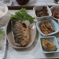 Photo taken at Kamiya Sushi & Sukiyaki by Eduardo Y. on 12/14/2013