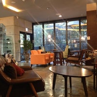 Photo prise au John White cafe par Jian Y. le11/17/2013