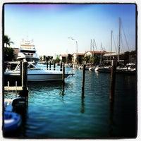 Foto tirada no(a) Bimini Boatyard Bar & Grill por Jonathan B. em 11/24/2012