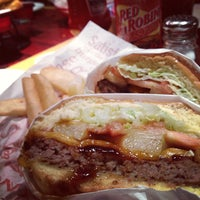 Photo taken at Red Robin Gourmet Burgers by Don K. on 12/19/2012