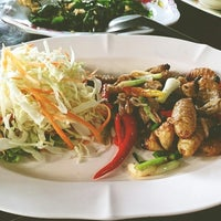 Photo taken at ร้านไม้ทอง by Kamolthorn S. on 7/25/2013